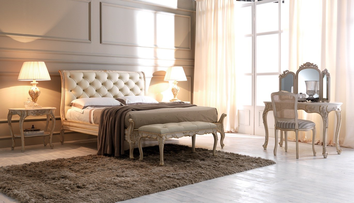 classic light-coloured bedroom